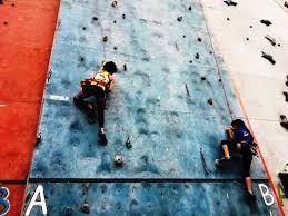 Primeros rocodromos de escalada