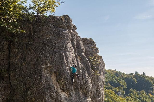 Muro de roca para escalar